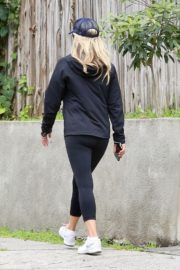 Ali Larter seen in all black out for a walk in Pacific Palisades 2020/04/06 8