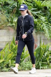 Ali Larter seen in all black out for a walk in Pacific Palisades 2020/04/06 9
