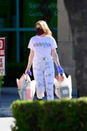 Ariel Winter leaves after shopping grocery in Los Angeles 2020/04/14 2