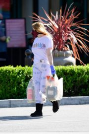 Ariel Winter leaves after shopping grocery in Los Angeles 2020/04/14 4