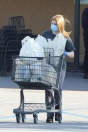 Ariel Winter Shopping for groceries at Gelson's in Los Angeles 2020/04/11 5