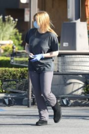 Ariel Winter Shopping for groceries at Gelson's in Los Angeles 2020/04/11 6