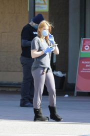 Ariel Winter Shopping for groceries at Gelson's in Los Angeles 2020/04/11 7