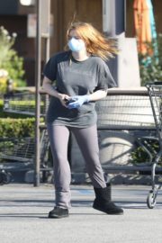 Ariel Winter Shopping for groceries at Gelson's in Los Angeles 2020/04/11 8