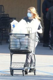 Ariel Winter Shopping for groceries at Gelson's in Los Angeles 2020/04/11 10