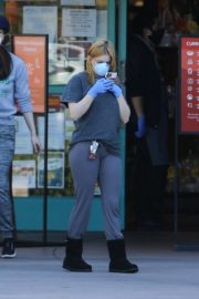 Ariel Winter Shopping for groceries at Gelson's in Los Angeles 2020/04/11 12