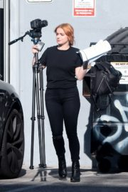 Ariel Winter with a friend out in Los Angeles, California 2020/03/30 1