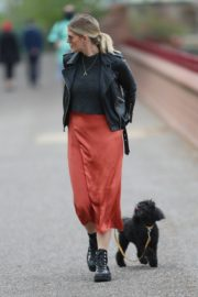 Ashley James walk with her dog out in London 2020/04/01 2