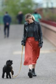 Ashley James walk with her dog out in London 2020/04/01 3