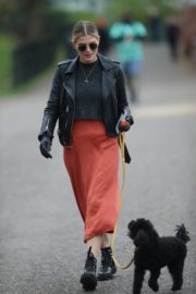 Ashley James walk with her dog out in London 2020/04/01 4