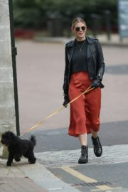 Ashley James walk with her dog out in London 2020/04/01 5