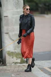 Ashley James walk with her dog out in London 2020/04/01 6