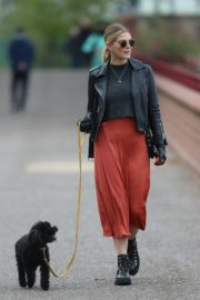 Ashley James walk with her dog out in London 2020/04/01 8