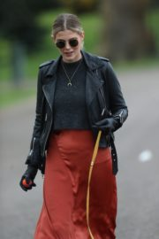 Ashley James walk with her dog out in London 2020/04/01 11