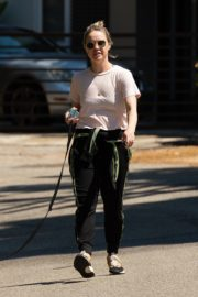 Becca Tobin walks her dog out in Los Angeles 2020/04/11 3