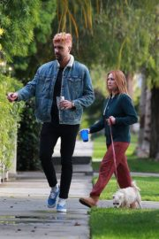 Brittany Snow and husband Tyler Stanaland walk in Los Angeles 2020/04/10 1