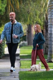 Brittany Snow and husband Tyler Stanaland walk in Los Angeles 2020/04/10 6