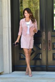 Brooke Burke flashes her legs in short dress out in Los Angeles 2020/04/07 5