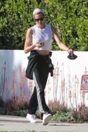 Brooke Burns Out for a walk in Los Angeles 2020/04/16 9