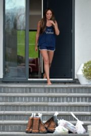 Charlotte Crosby leaves her house to get food delivery in Sunderland 2020/04/03 1