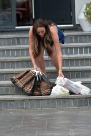 Charlotte Crosby leaves her house to get food delivery in Sunderland 2020/04/03 3