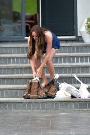 Charlotte Crosby leaves her house to get food delivery in Sunderland 2020/04/03 4