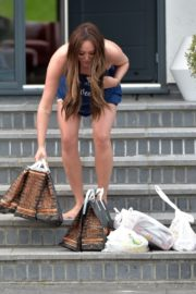 Charlotte Crosby leaves her house to get food delivery in Sunderland 2020/04/03 5