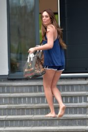 Charlotte Crosby leaves her house to get food delivery in Sunderland 2020/04/03 7