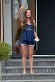 Charlotte Crosby leaves her house to get food delivery in Sunderland 2020/04/03 15