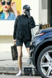 Charlotte McKinney shops out in Pacific Palisades 2020/03/31 5