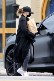 Chloe Grace Moretz Shopping Out for groceries in Studio City 2020/04/08 4