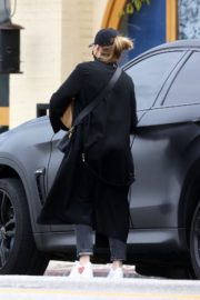 Chloe Grace Moretz Shopping Out for groceries in Studio City 2020/04/08 13