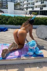 Claudia Romani poses an Easter Bunny in her building in Miami, Florida 2020/04/09 5