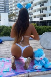 Claudia Romani poses an Easter Bunny in her building in Miami, Florida 2020/04/09 6