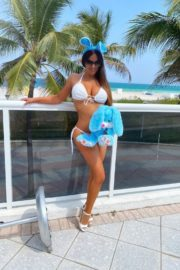 Claudia Romani poses an Easter Bunny in her building in Miami, Florida 2020/04/09 7