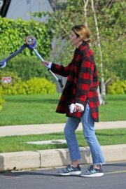 Cobie Smulders seen in red checked shirt with blue denim out in Los Angeles 2020/04/08 3
