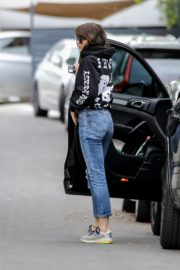 Dakota Johnson seen in black sweatshirt and ankle jeans out in Los Angeles 2020/04/13 6