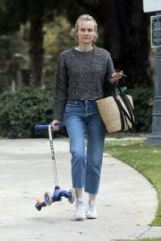 Diane Kruger goes park bench for her baby daughter in Los Angeles 2020/04/08 5