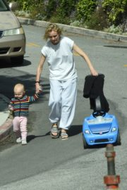 Diane Kruger with her daughter out in Los Angeles 2020/04/07 3