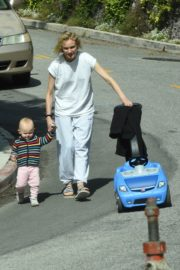 Diane Kruger with her daughter out in Los Angeles 2020/04/07 4