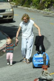 Diane Kruger with her daughter out in Los Angeles 2020/04/07 5