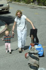 Diane Kruger with her daughter out in Los Angeles 2020/04/07 6