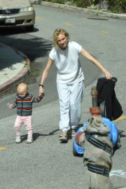 Diane Kruger with her daughter out in Los Angeles 2020/04/07 7