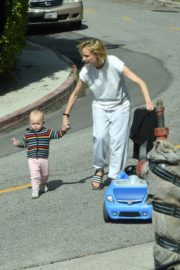 Diane Kruger with her daughter out in Los Angeles 2020/04/07 8