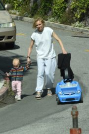 Diane Kruger with her daughter out in Los Angeles 2020/04/07 9
