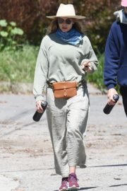 Elizabeth Olsen and fiance Robbie Arnett with homemade masks out in Hollywood Hills 2020/04/11 1