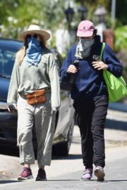 Elizabeth Olsen and fiance Robbie Arnett with homemade masks out in Hollywood Hills 2020/04/11 8