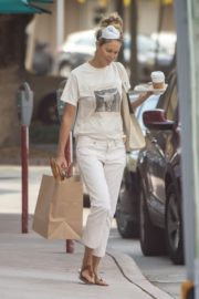 Elle Macpherson Shopping Out in Miami 2020/04/10 3