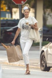 Elle Macpherson Shopping Out in Miami 2020/04/10 5