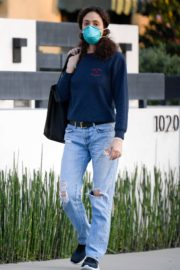 Emmy Rossum outside in Los Angeles 2020/04/07 3